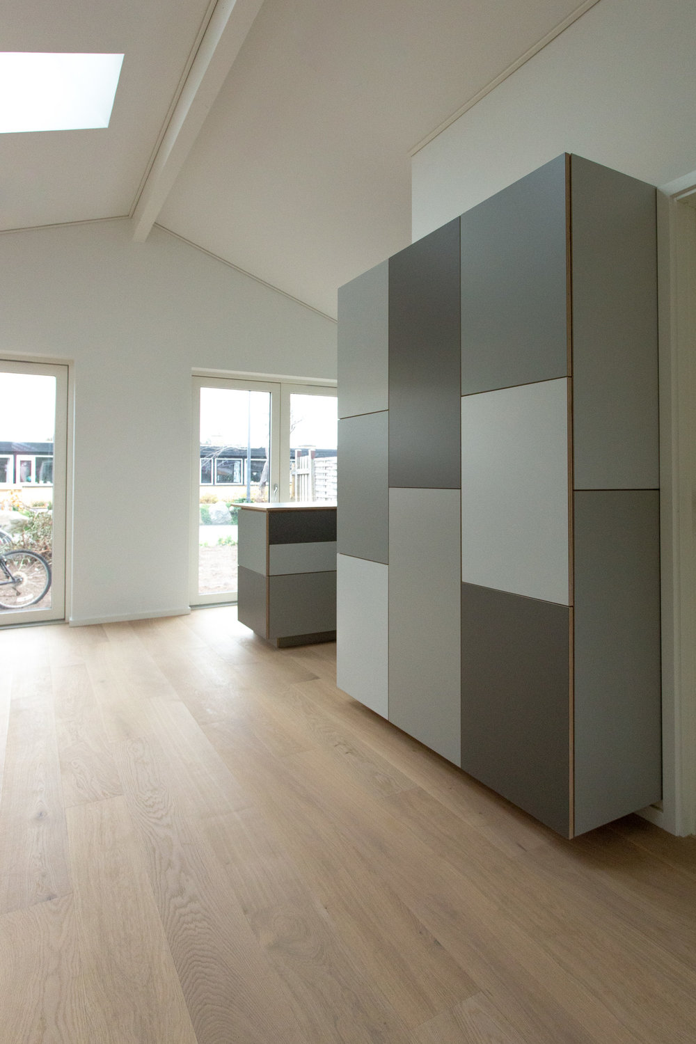 0916-m4v1-kitchen-island-wrapping corner--shades of grey-stay-project-2500.jpg