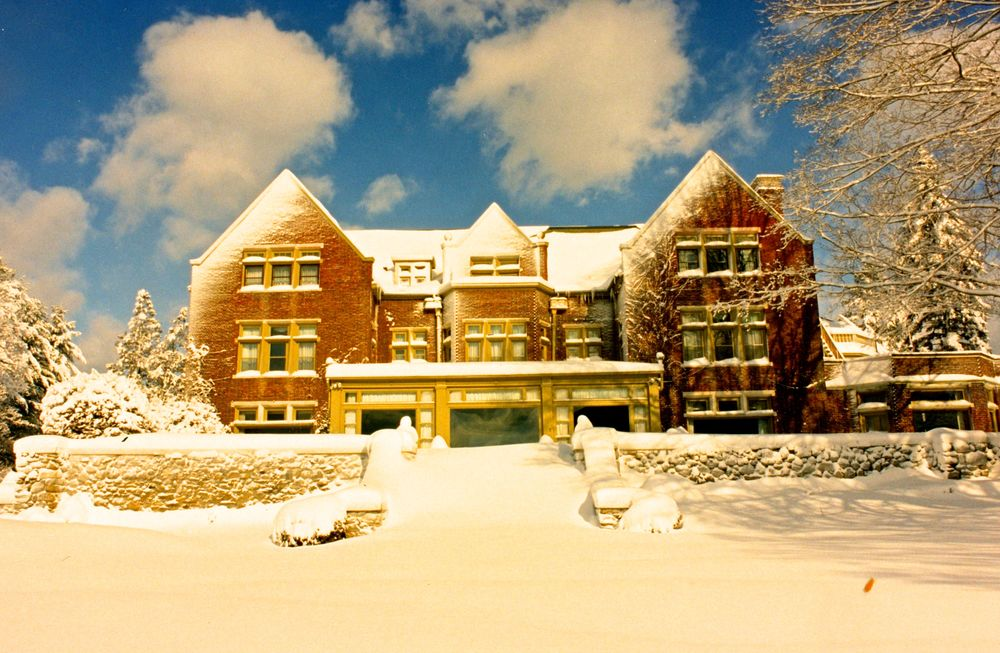 snowy mansion face low.jpg