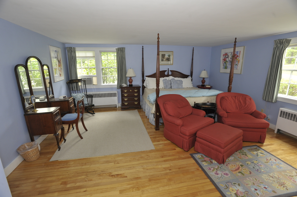 Innkeepers' Cottage, Room 2