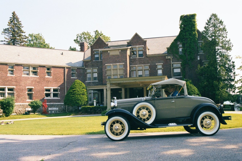 A Rolls Royce Arrives at the Wilburton Inn in Style