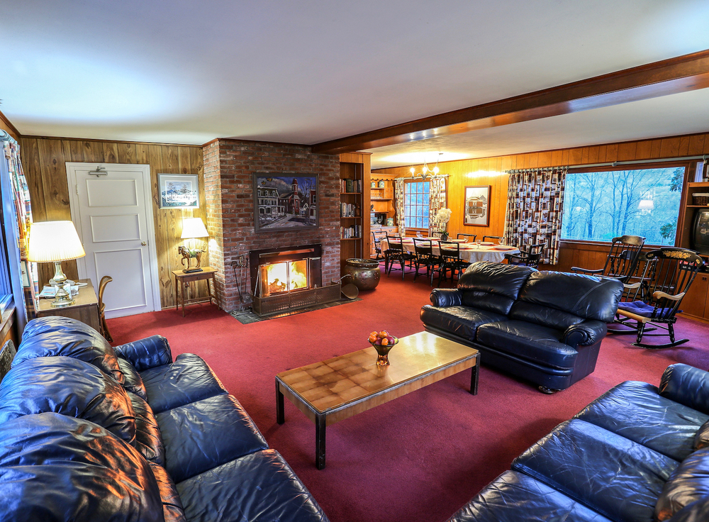 Fireplace Living room Reunion House.jpg