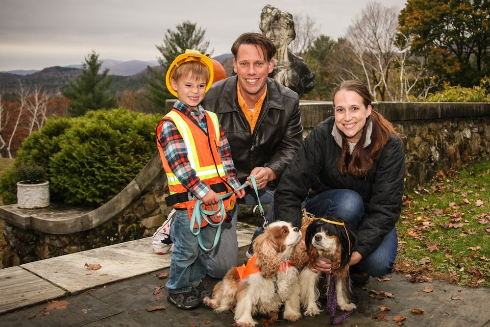 Family and Dogs Cavalier Wilburton Inn Howloween 2016.jpg
