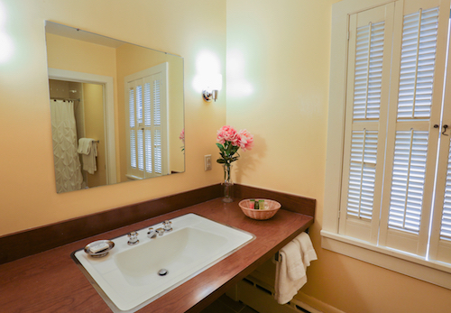 Room 32 bath.jpg