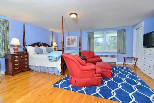 21 master king suite blue.jpg