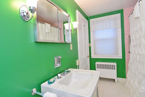 22 Green bath.jpg