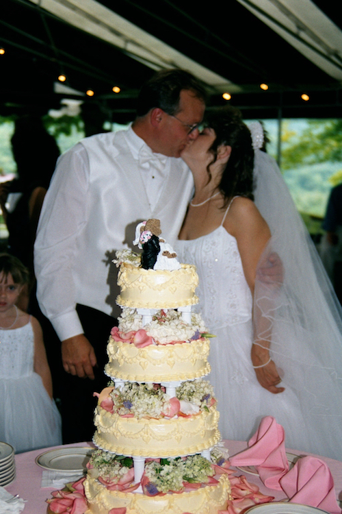 teddy_bear_wedding_kiss_Wilburton_Inn.jpg