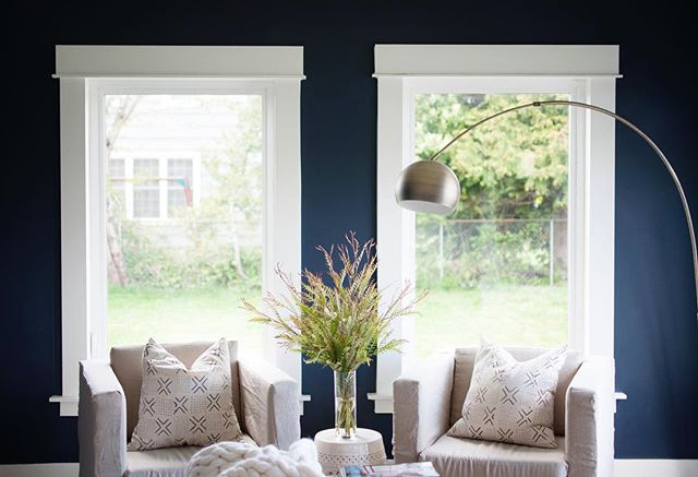 Sneak Peek! Lindy Dodge of @ThimbleandCloth's story will soon be published on Houzz and I can't get over her reading nook (featuring my all-time favorite color, blue). #StayTuned