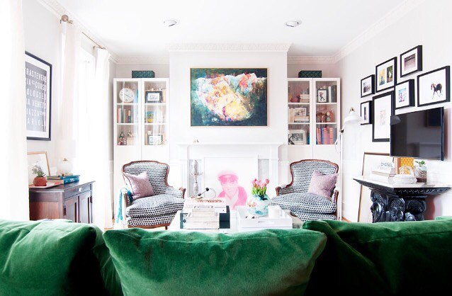 "This couch tho. 💚😍 ""Emerald green is one of my all-time favorite colors when it comes to a vibrant sofa. It feels rich and luxe, and combines more traditional style with a contemporary feel. Emerald green goes well with other vibrant colors — pink, blue and yellow — and looks particularly striking with white and black."" — Lisa Batson Goldberg  #TodayOnHouzz #LinkInBio    Space owned and designed by @kerramichele. 💛 Photo by yours truly. 💁🏻"