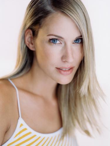 Stephanie Mueterties13Pearl Management.jpg