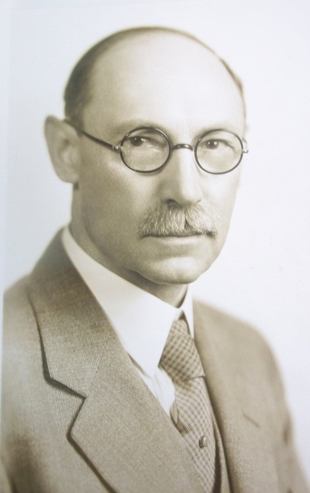 Dr. John Weinzirl Professor and bacteriologist at the University of Washington. Weinzirl served as secretary of the WTA through the 1920s and 30s, and was a director of the National Tuberculosis Association in the 1920s.
