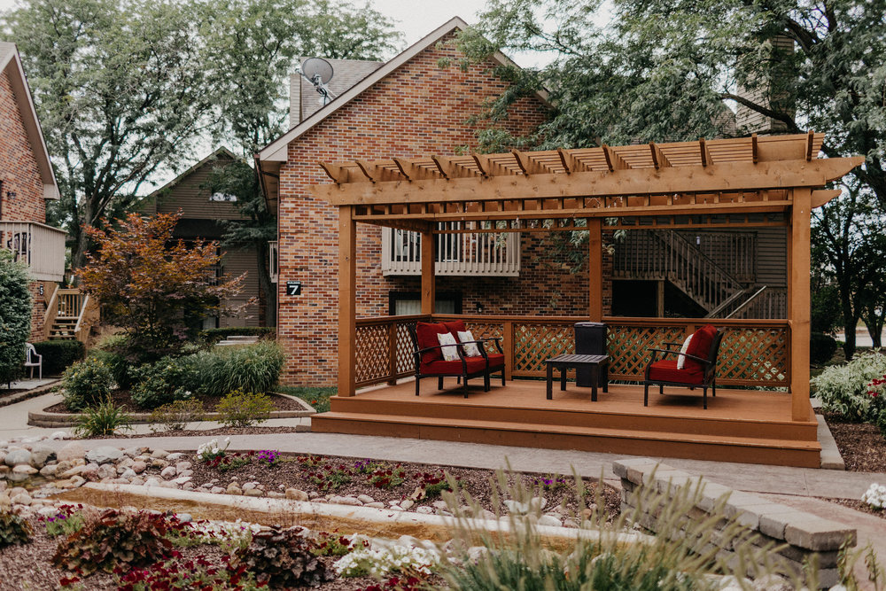 Enjoy the Courtyard - When we say we're Bloomington's pet friendly hotel, we really mean it! Taking your pet out for a bathroom break is a breeze. We have a beautiful courtyard with plenty of green space available for a quick walk or a longer stroll.