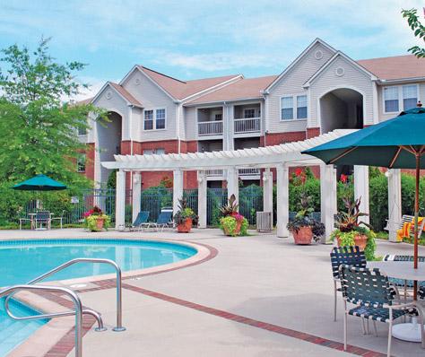 glen-allen-apartments-pool.jpg