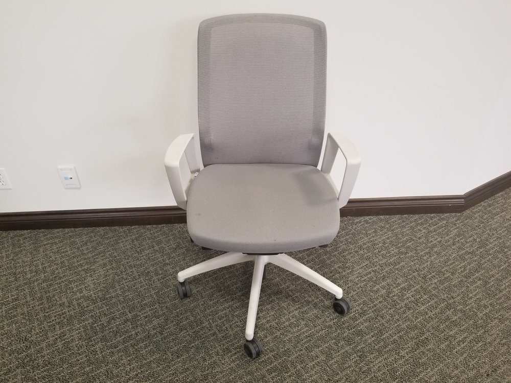 J1 Mesh Chair - fixed arms