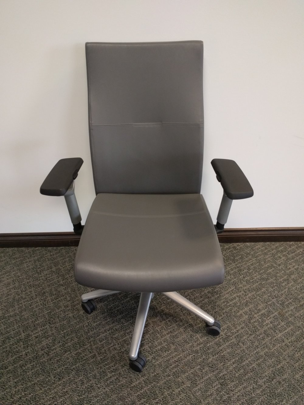 PRAVA EXECUTIVE Chair