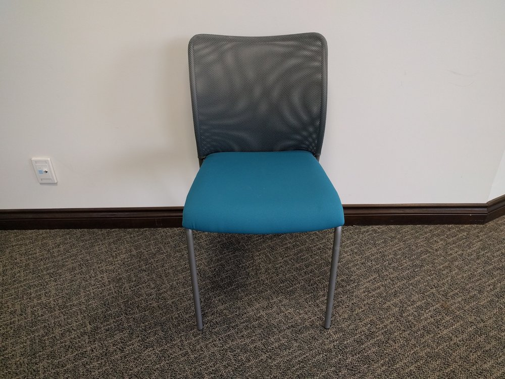 SOCIAL ARMLESS GUEST CHAIR