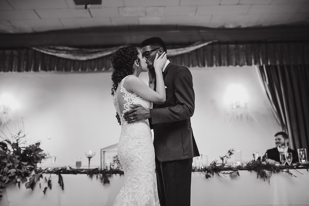 portland - wedding - photographer - doorofhopechurch601.jpg