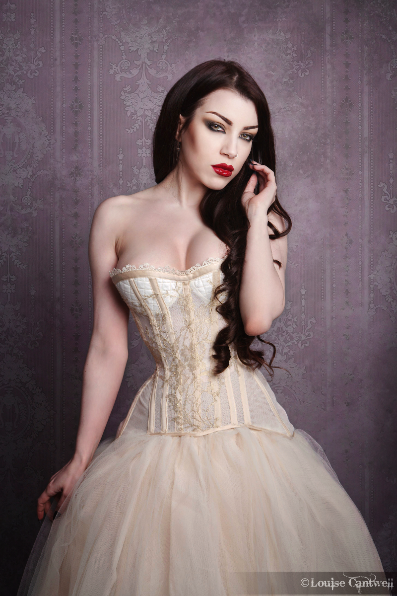 Bobbinet and Solstiss lace corset. Modelled by Threnody In Velvet, photographed by Louise Cantwell Photography