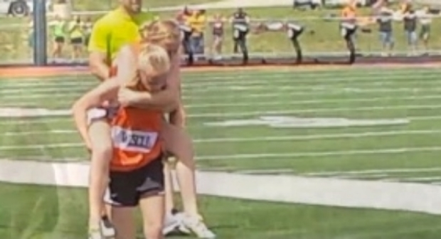 13 Year Old Twin Carries Sister on her Back in Race July 30, 2014