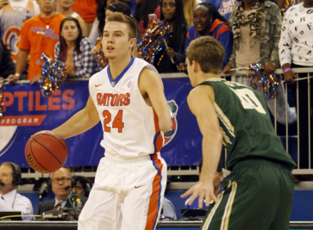 One-Handed Basketball Player Makes NCAA Debut February 25, 2015