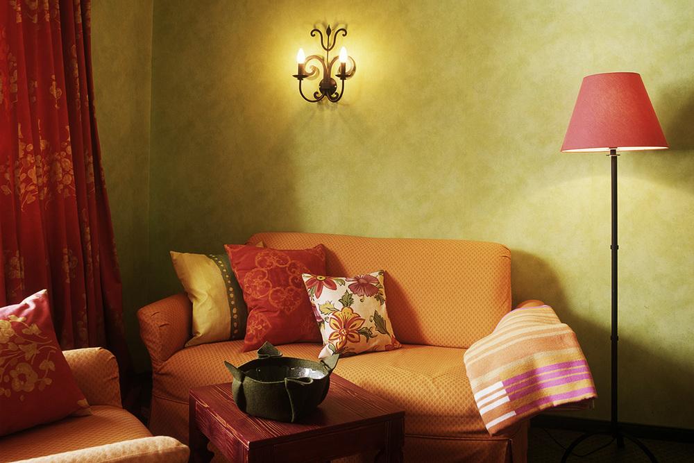 Couch_Orange.jpg