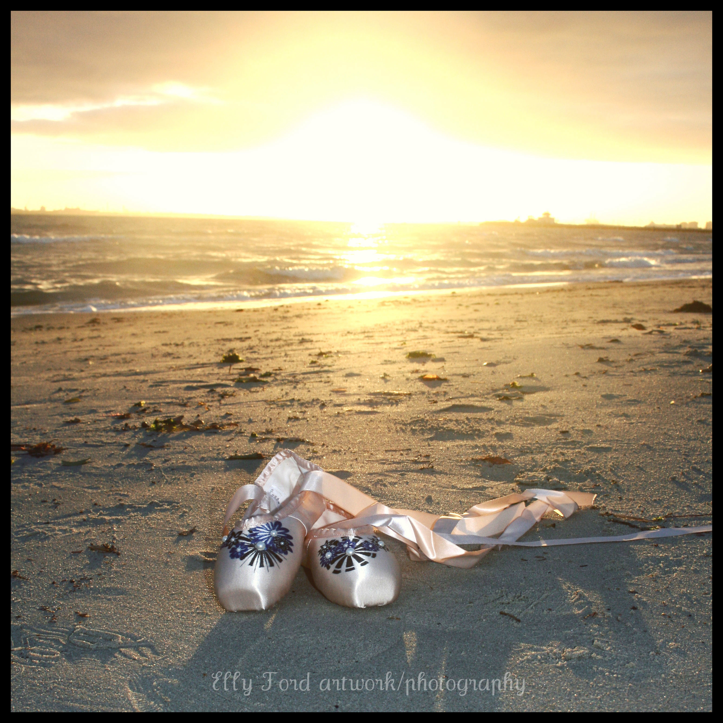 It's a sunny day, so our little pointe shoes decide to kick things off at the beach ;)