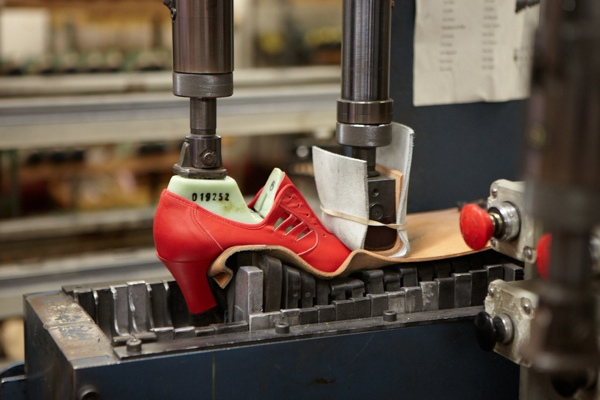 Four thousandpounds of pressure is exerted to join the sole to the shoe.