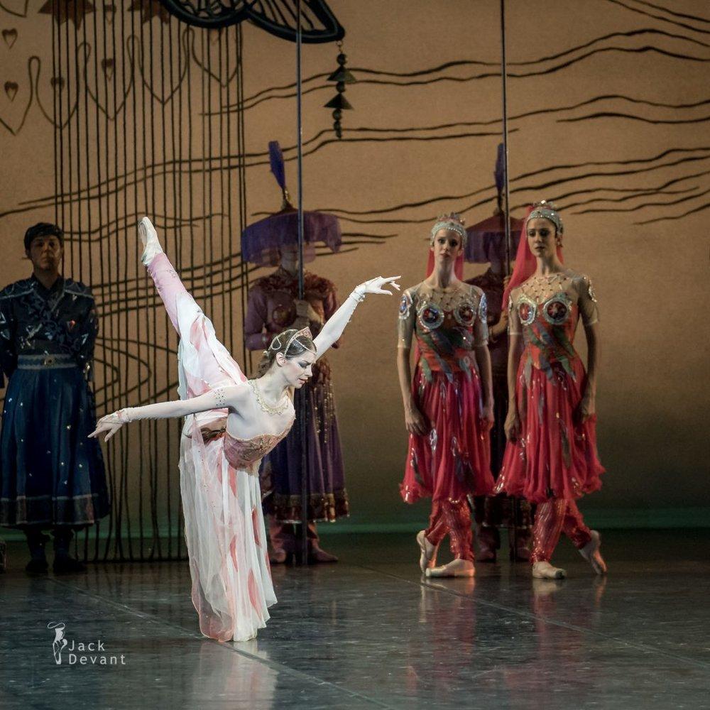Laurretta as Nikiya, La  Bayadère . Bayerisches Staatsballett, Munich. Photograph by Jack Devant.