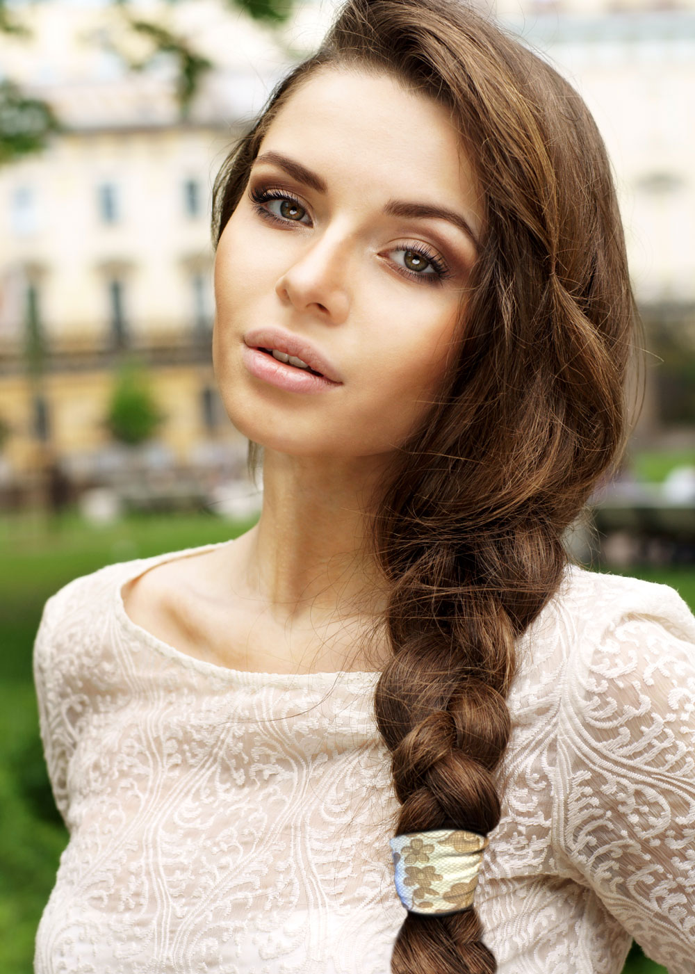 model-lace-pony-tail-brown-hair-1000.jpg