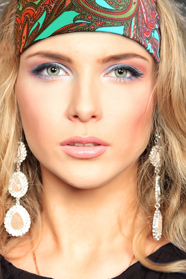 Blond women with teal and brown paisley glamorous headband