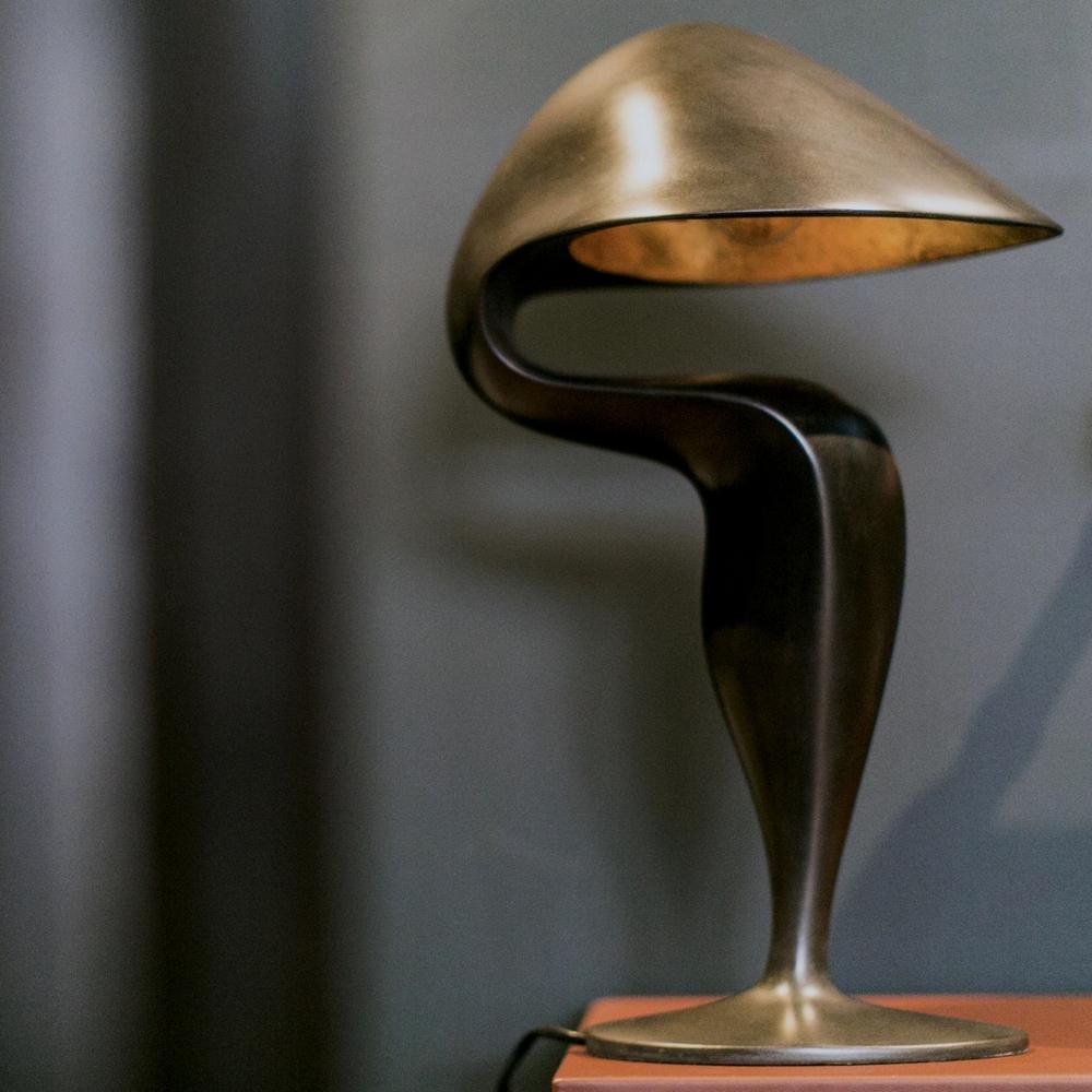 Black swan table lamp les ateliers courbet - Amar atelier ...
