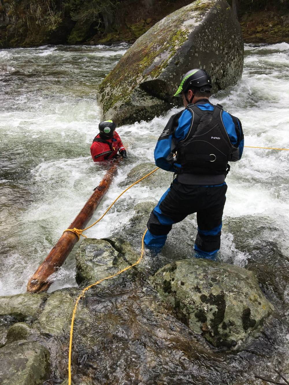 Swiftwater Safety Institute Instructors setting a log pin recovery drill for SRT-1 course attendees, Elwha River 2015