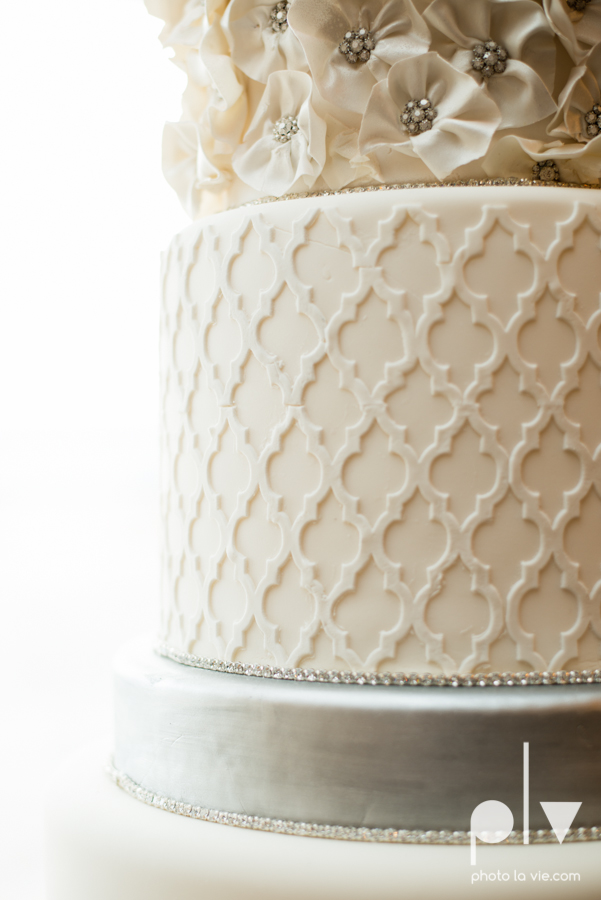 Creme de la Creme Cake Company Fondant round cakes tall classic flowers pattern Photo La Vie-3.JPG