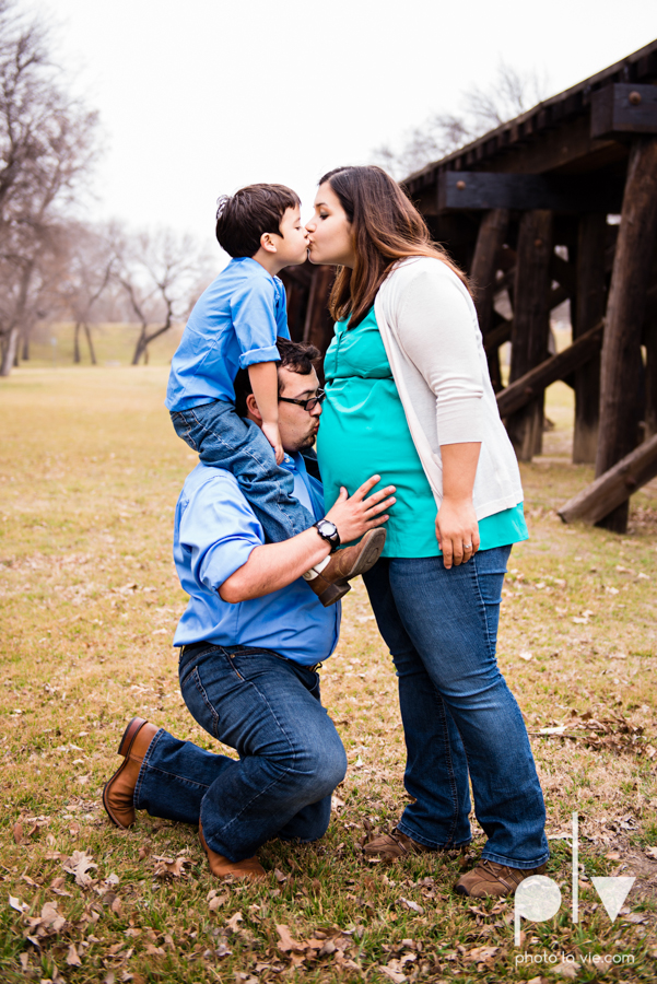 Valdez family maternity mini portrait session Fort Worth Trinity park outdoor track train spring baby brother Sarah Whittaker Photo La Vie-7.JPG