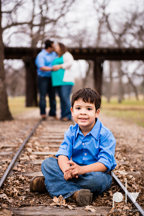 Valdez family maternity mini portrait session Fort Worth Trinity park outdoor track train spring baby brother Sarah Whittaker Photo La Vie-13.JPG