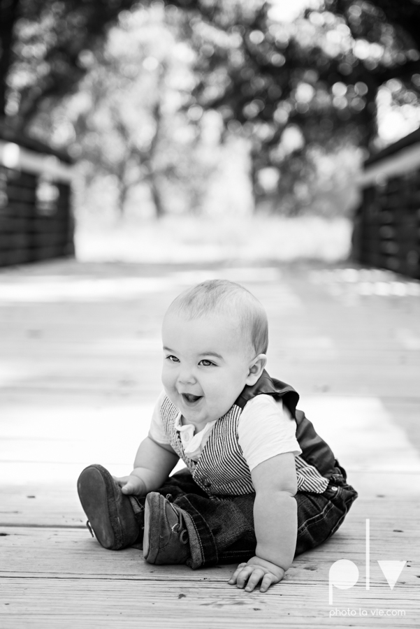 Fall Mini Session October Oliver Nature Park Center Mansfield Texas bridge outdoors kids Sarah Whittaker Photo La Vie-7.JPG