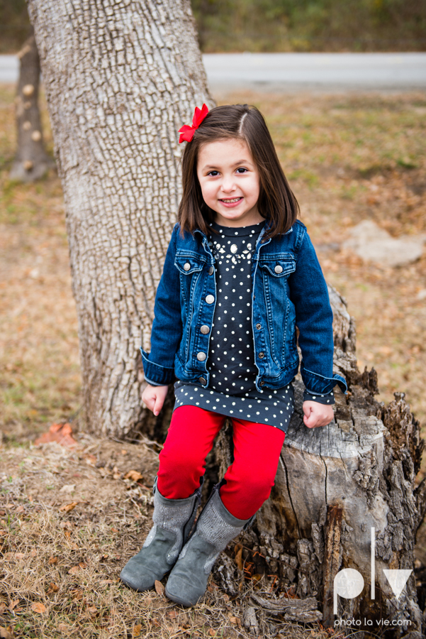 Portrait Session DFW Fort Worth photography family children kids outdoors fall christmas red bow hat fence field trees Sarah Whittaker Photo La Vie-4.JPG