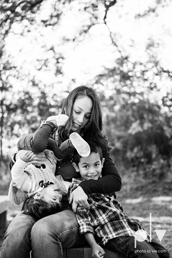 Fall Mini Session October Oliver Nature Park Center Mansfield Texas bridge outdoors kids Sarah Whittaker Photo La Vie-5.JPG