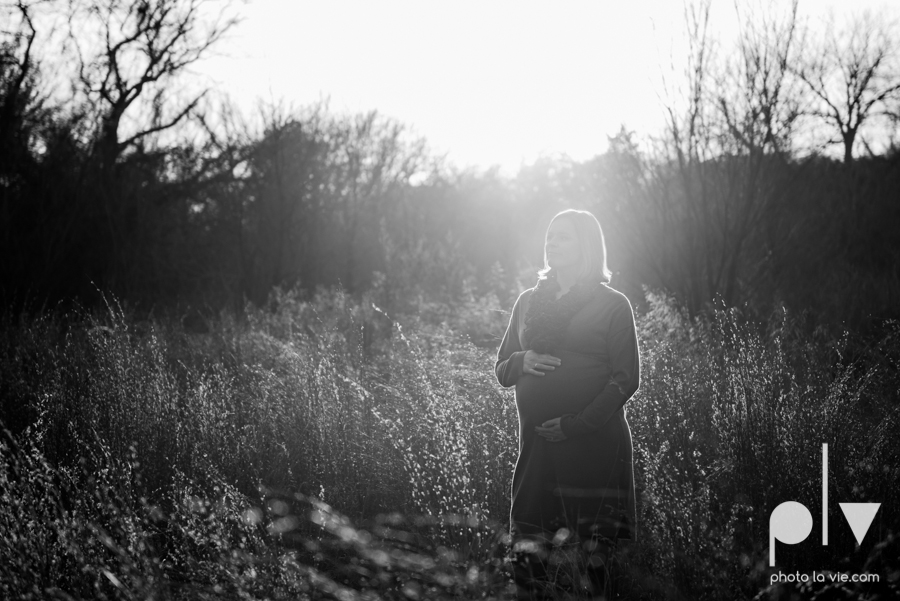 kimball Olive Park Texas DFW maternity mini session photography girl baby bump winter outdoors fall field trees sunset backlit back lighting shoes rings walk sun lens flare Sarah Whittaker Photo La Vie-7.JPG