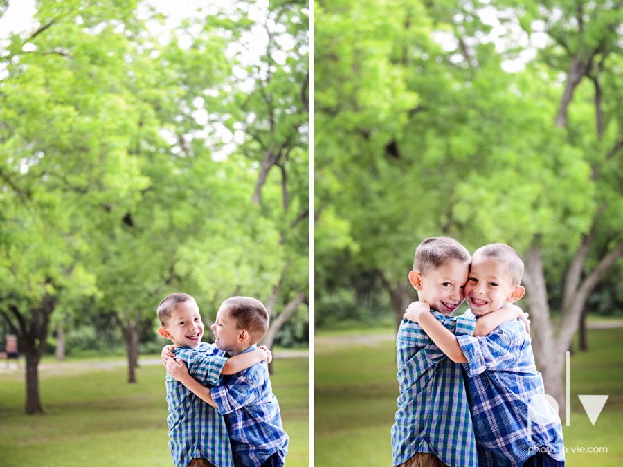 Twin Boys family Mini session spring Oliver Nature Park Mansfield TX DFW Sarah Whittaker Photo La Vie-3.JPG
