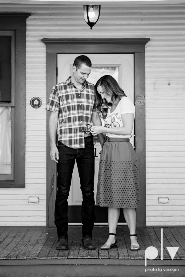 kate jeff engagement photo session dallas texas bishop arts district oak cliff park emporium pies urban walls trees ring french Sarah Whittaker Photo La Vie-1.JPG