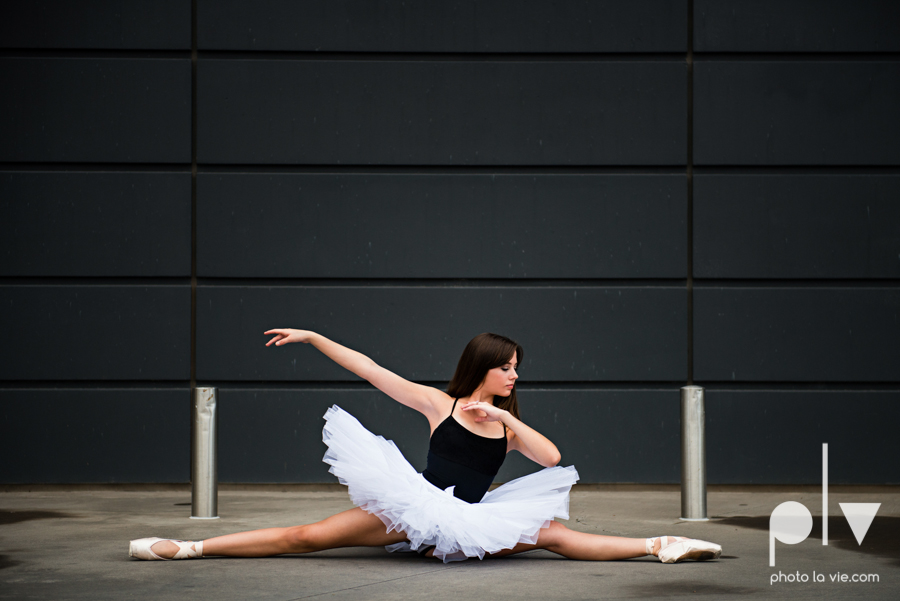 ballet dancers pointe shoes dallas arts district texas dfw tutu modern architecture Sarah Whittaker Photo La Vie-13.JPG
