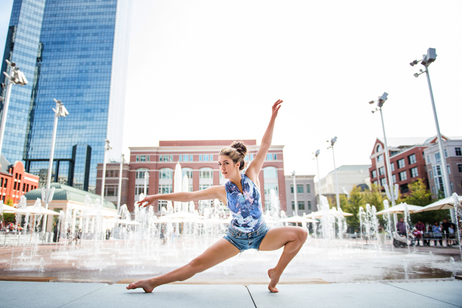 Photo La Vie Sarah Whittaker senior photographer photography family DFW Dallas Fort Worth downtown dancer ballet ballerina pointe sundance square-3.JPG