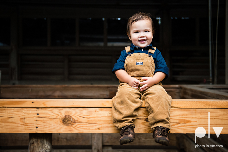 Mini session family photography stockyards fort worth texas station brothers children boys fall Photo La Vie-2.JPG