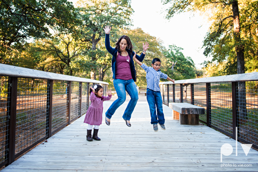 Family mini session Mansfield Oliver Nature Park Texas fall outdoors children siblings small young mom Sarah Whittaker Photo La Vie-2.JPG