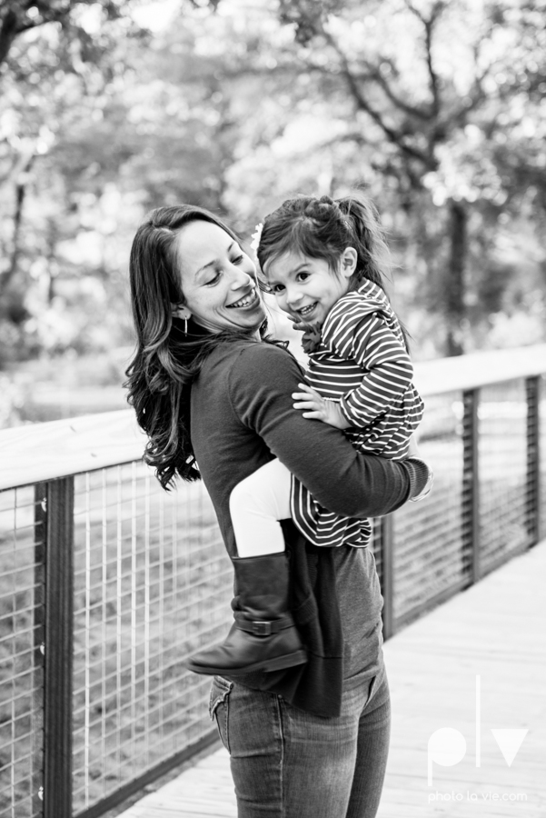 Family mini session Mansfield Oliver Nature Park Texas fall outdoors children siblings small young mom Sarah Whittaker Photo La Vie-3.JPG