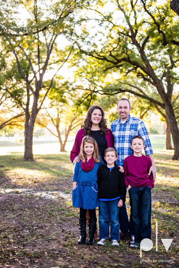 Family mini session Mansfield Oliver Nature Park Texas fall outdoors children siblings small young mom Sarah Whittaker Photo La Vie-1.JPG