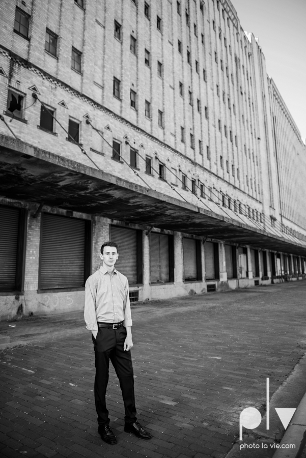 Colin Senior session portraits downtown fort worth T&P station Trinity Park DFW boy Mansfield high school band urban walls light trees outdoors sarah whittaker Photo La Vie-9.JPG
