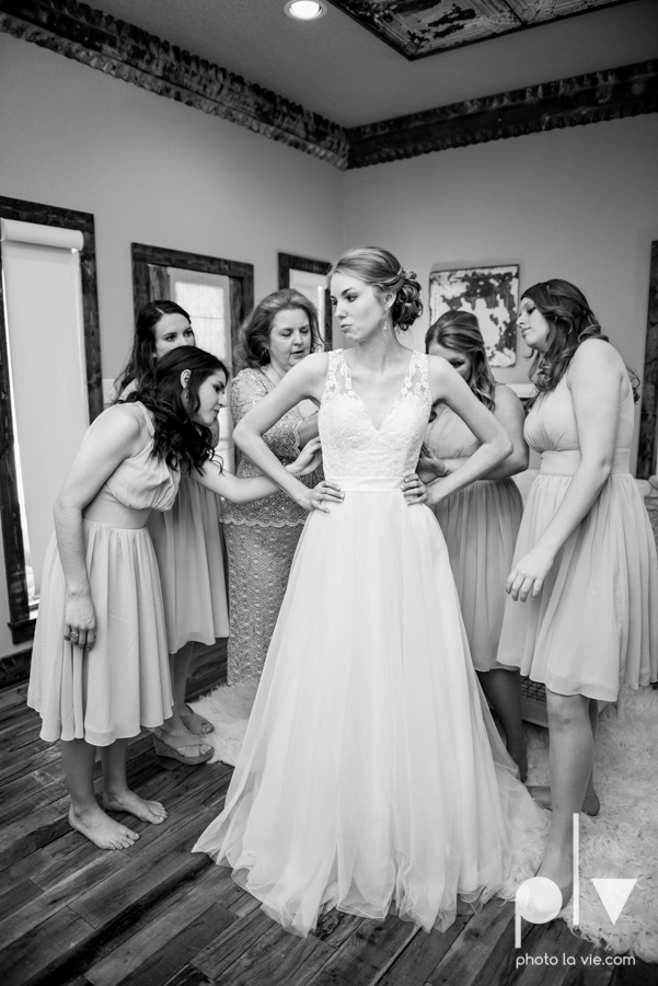 demi keith wedding married the brooks at weatherford texas dfw lace outdoor cow spring summer Sarah Whittaker Photo La Vie-32.JPG