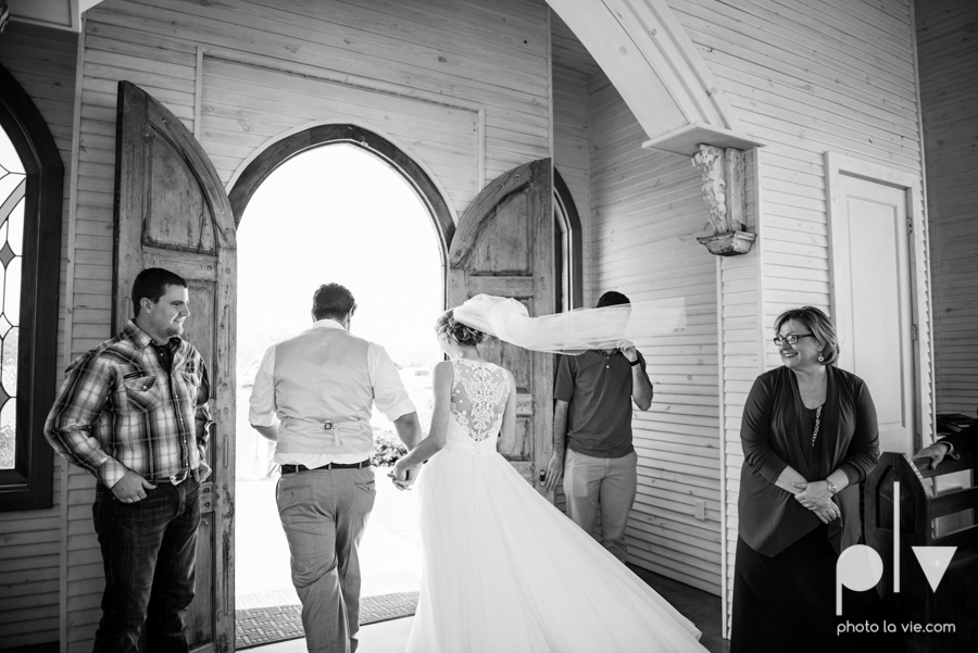 demi keith wedding married the brooks at weatherford texas dfw lace outdoor cow spring summer Sarah Whittaker Photo La Vie-55.JPG