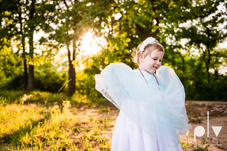 sisters girls children siblings mansfield texas park oliver nature spring mini session Sarah Whittaker Photo La Vie-2.JPG